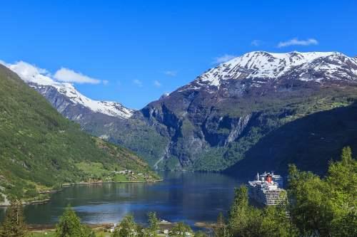 קרוז בפיורדים הנורווגיים